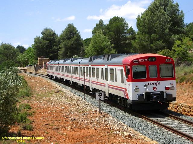 Tren de Cercanías de Renfe (Línea C-3) a su paso por SIETE AGUAS (Valencia)