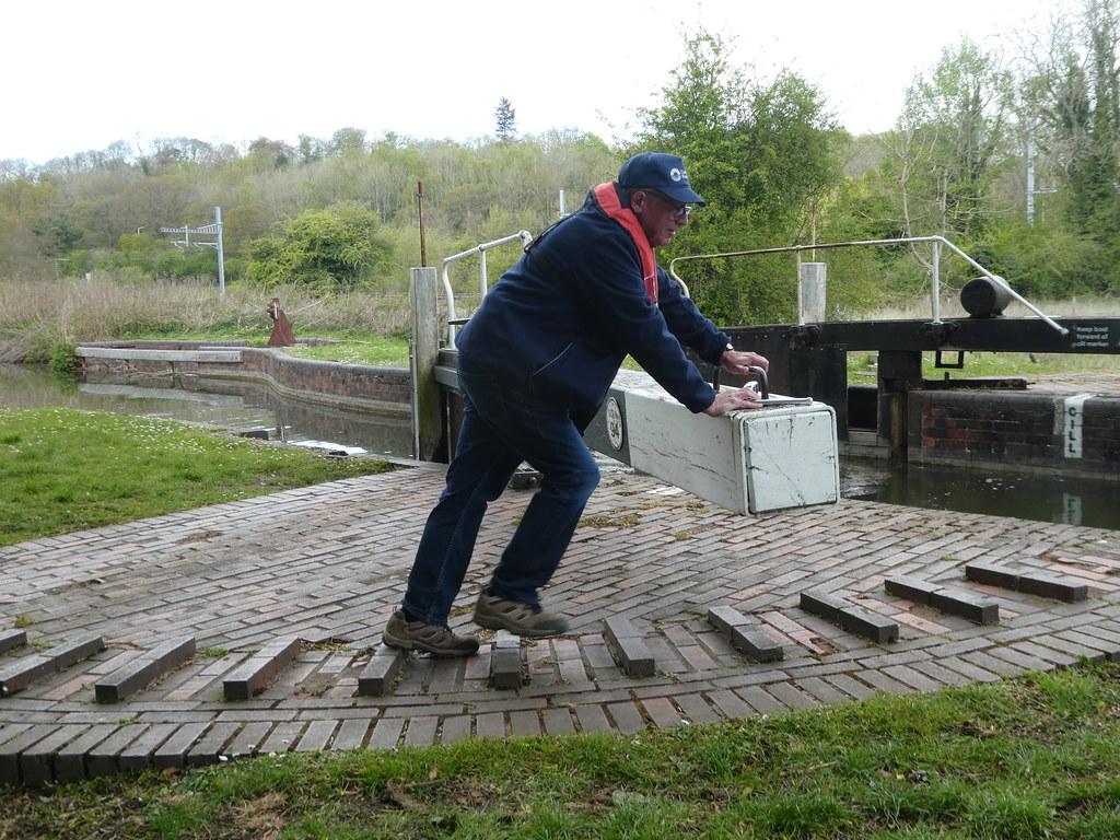 Lock-keeper operating the lock gates at Woolhampton Lock
