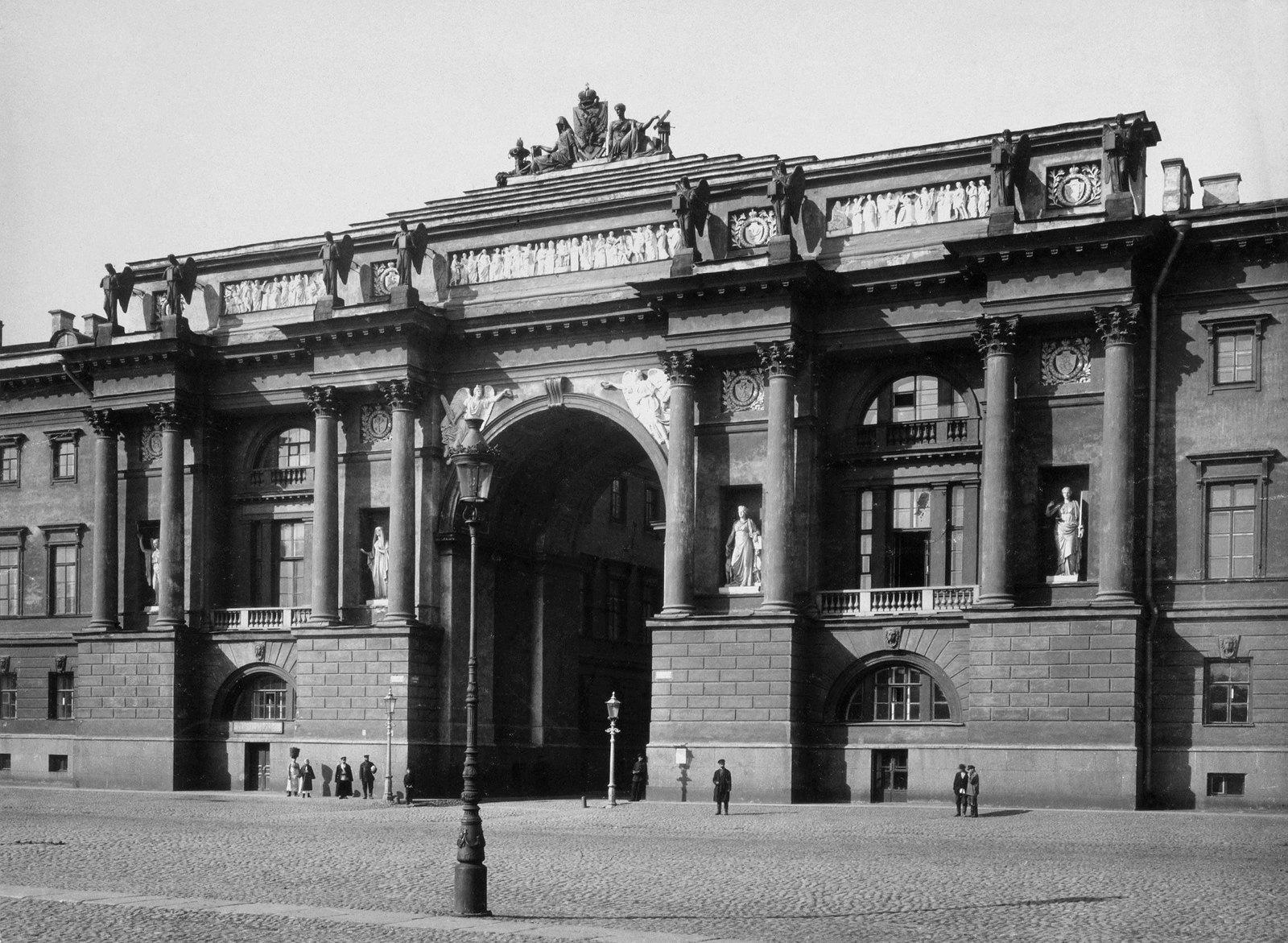 1911. Здание Сената