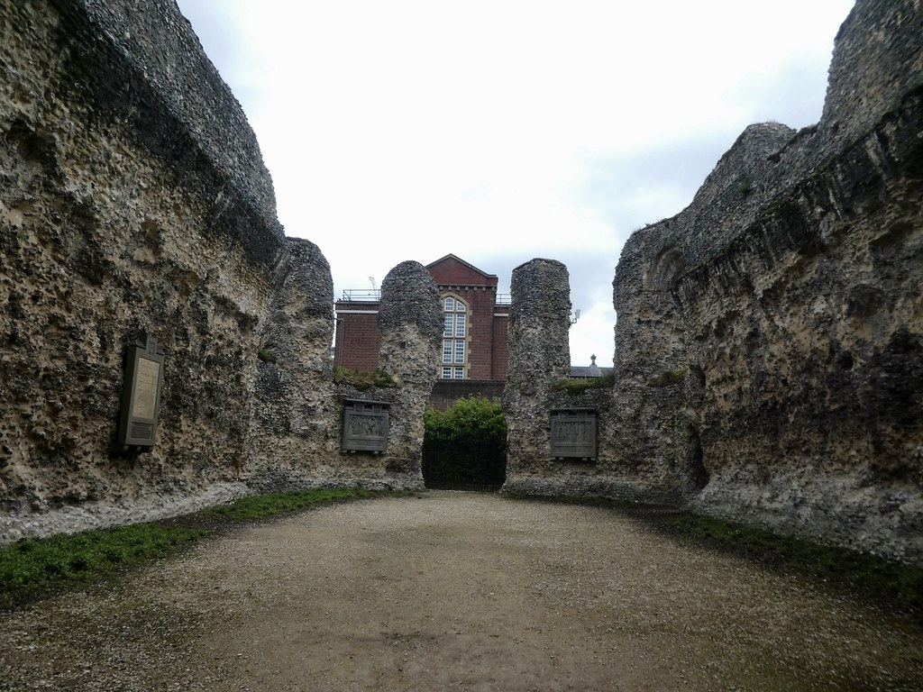 The Chapter House ruins, Reading Abbey with the Gaol behind