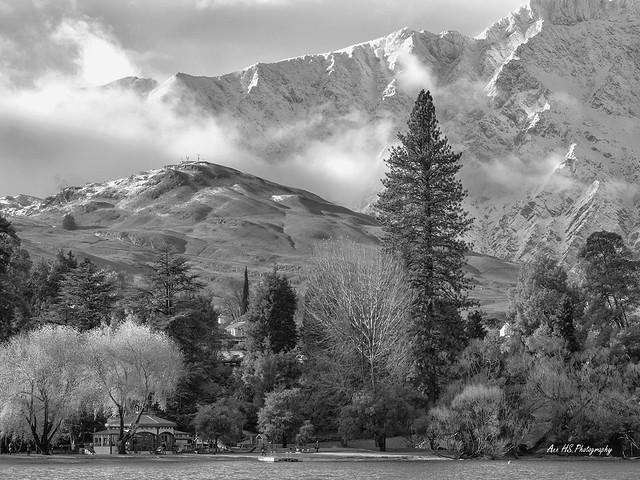 Mountains & lake.