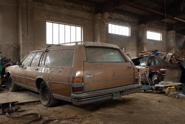 Oldsmobile Custom Cruiser & Opel Senator B
