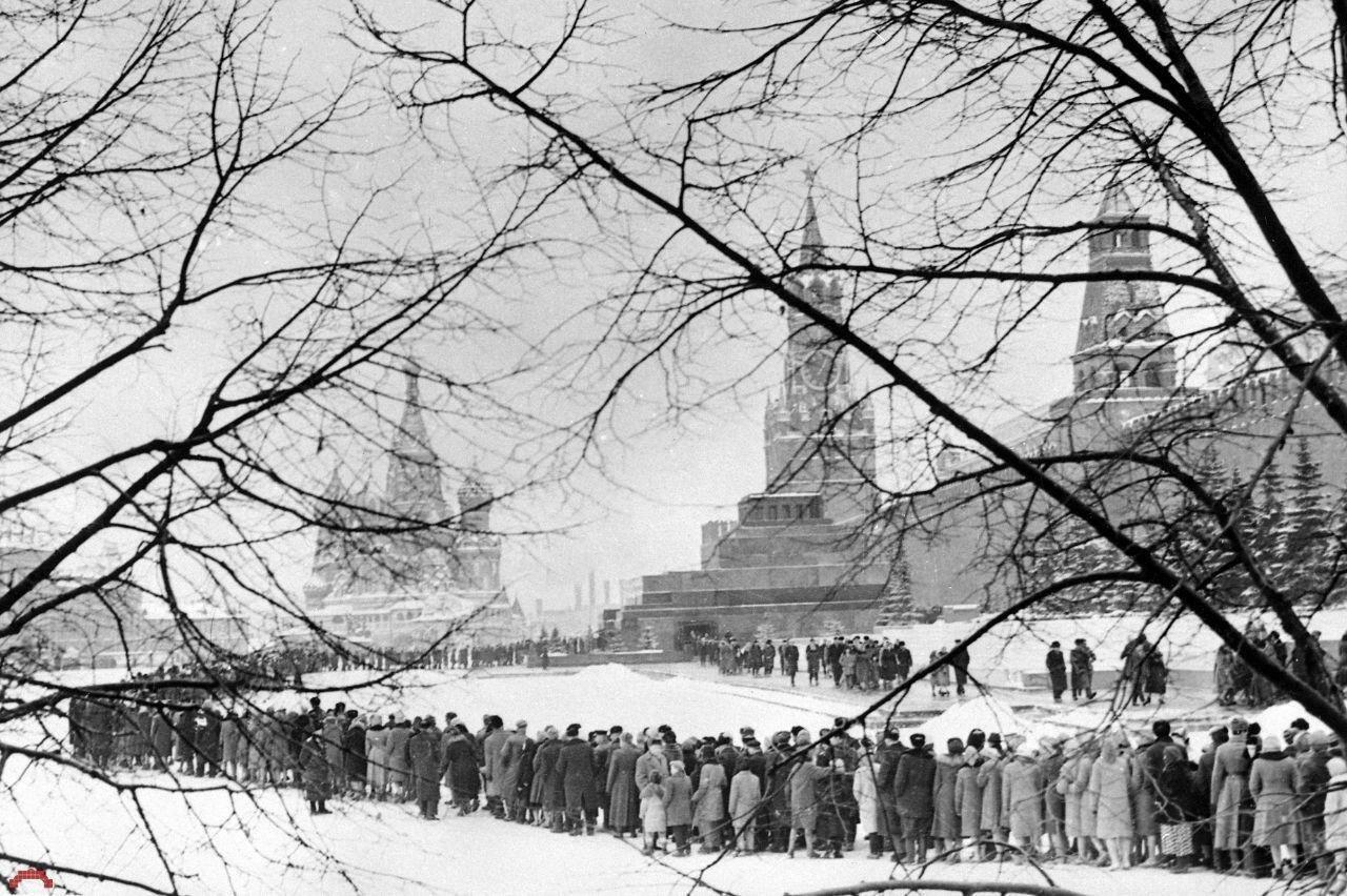 1968. Очередь в Мавзолей Ленина