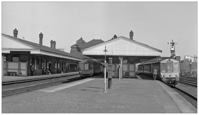 Bus spotting at Tyseley station (pjs,1160)