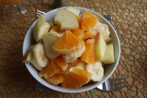Obstsalat aus Orange, Apfel und Banane