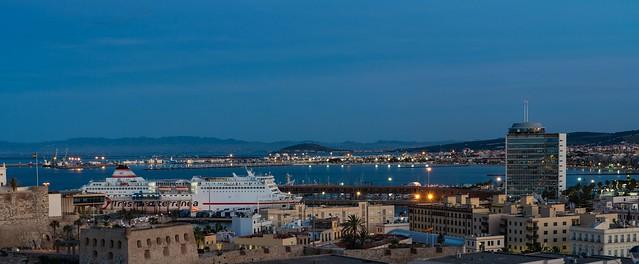 El ciudad de Melilla atracado