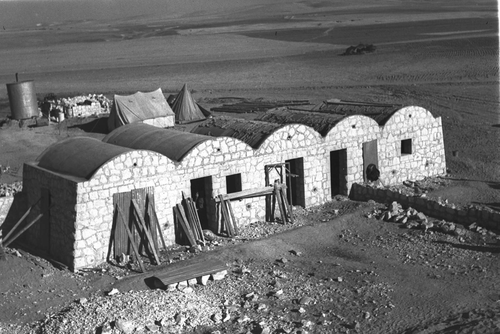 1943. Первые каменные хижины в кибуце Бейт-Эшель
