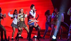 Dua Lipa et son interpru00e9tation du00e9lirante aux Brit Awards, Louane qui reprend Justin Bieber et Ju00e9ru00e9my Fru00e9rot se confie sur la fin des Fru00e9ro Delavega... Toutes les vidu00e9os
