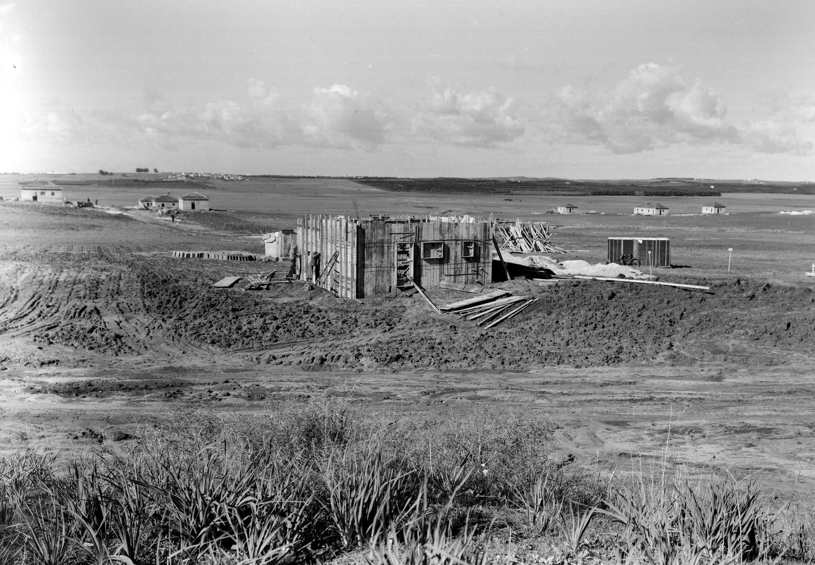 1940. Первые дома мошава Бейт Ицхак-Шаар Хефер