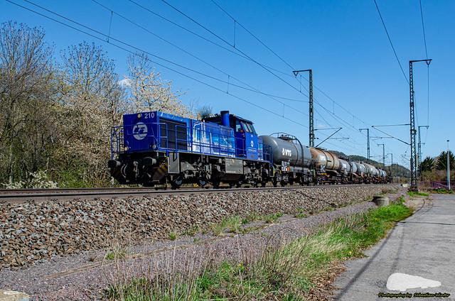 275 013-1 (IL 210) mit Kessel-. u. Flachwagen durch Eisenach am 26.04.2021