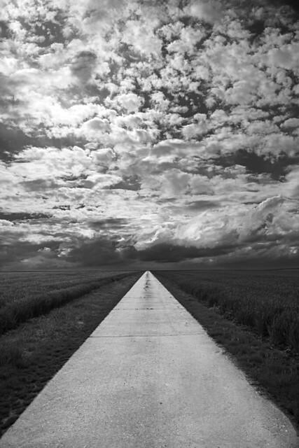 Hinterm Horizont gehts weiter ... / It goes on beyond the horizon ...