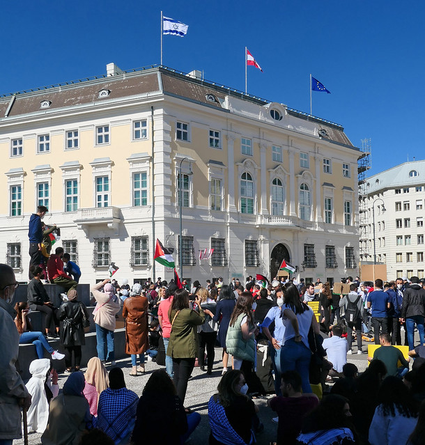 Flags at the Federal Chancellery