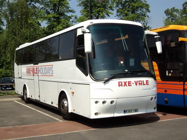 Axe-Vale Coaches of Axbridge W352UWO