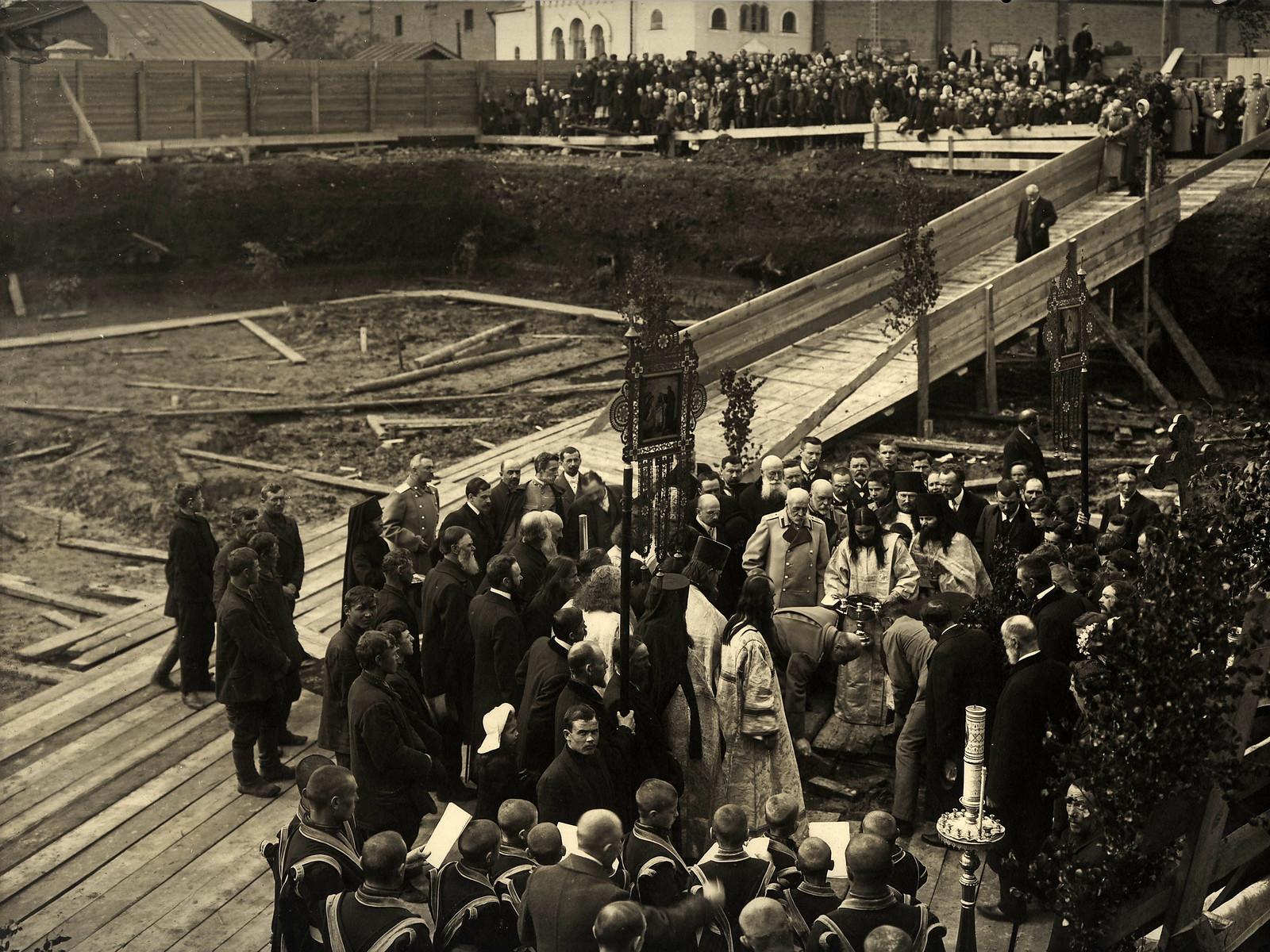 02. 1911. Закладка фундамента Феодоровского собора