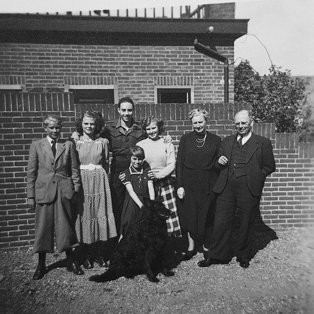 Lommerse-Uitendaal family - Frans Lommerse leaving for Indonesia, Hillegom, 1949