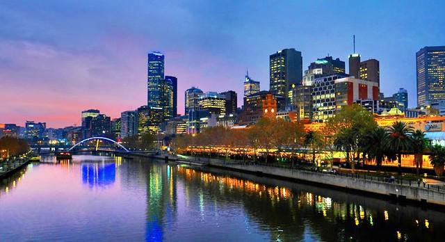 Melbourne at its beauty...!   Yarra river bank.  Melbourne CBD.