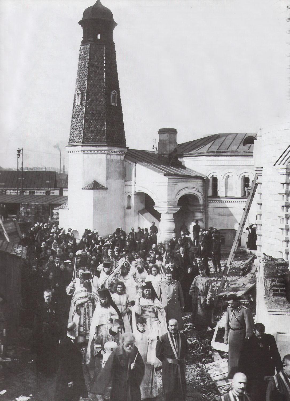 15. 1914. Крестный ход по случаю освящения боковых приделов нижнего храма