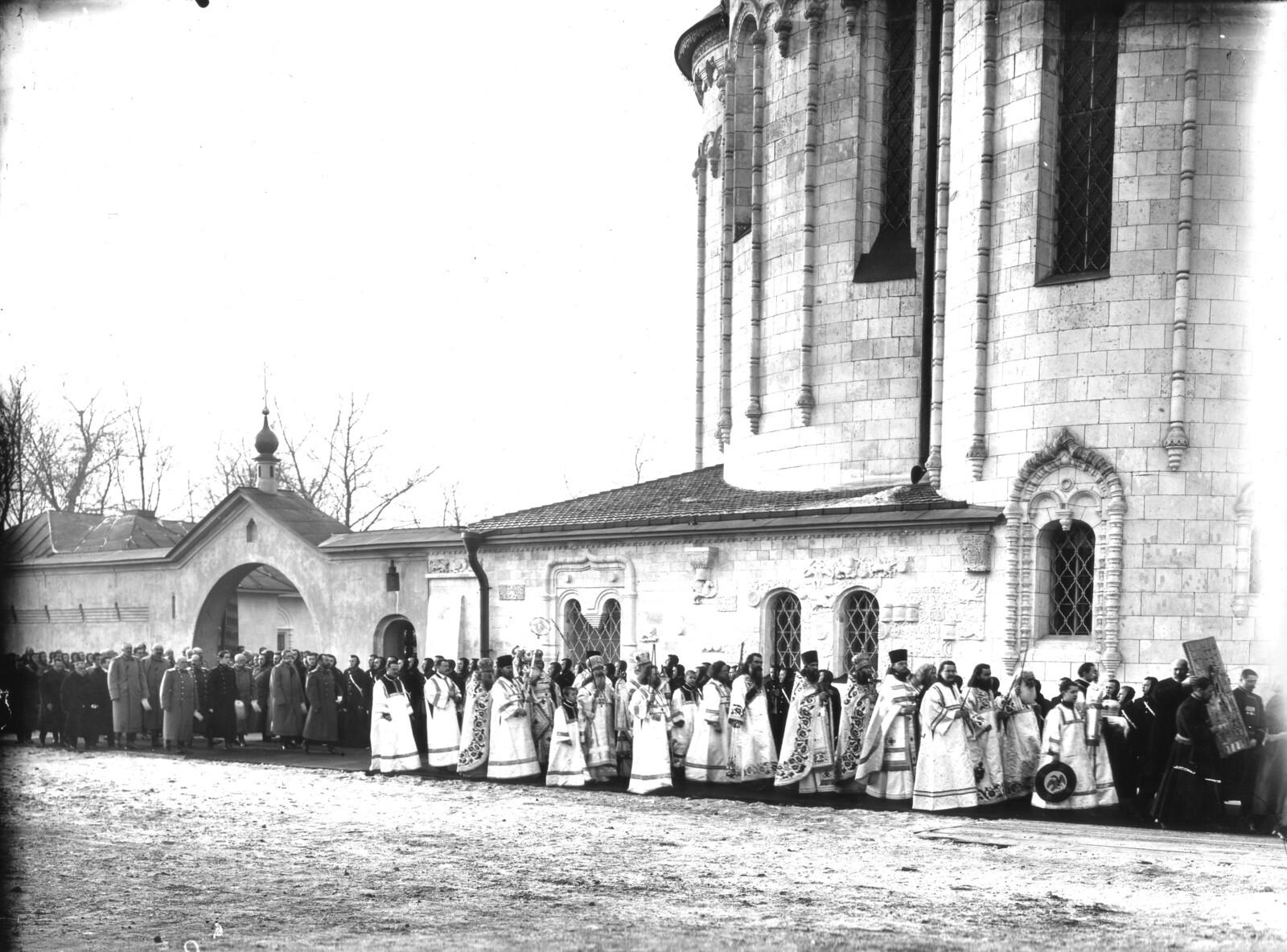 14. 1914. Крестный ход в день освящения Храма