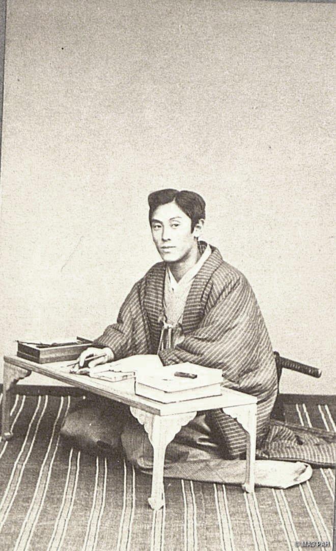Портрет молодого человека за письменным столом