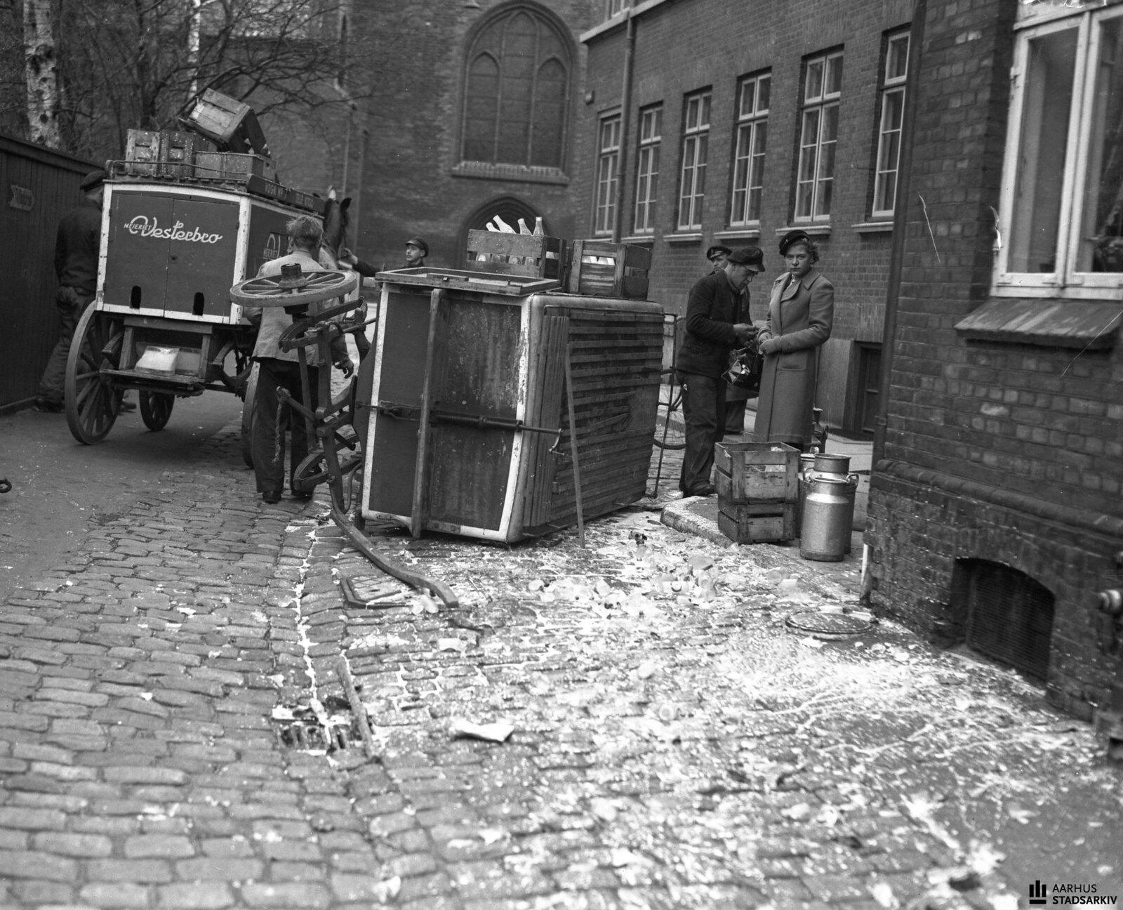 1941. Перевернувшийся молоковоз в Вестербро