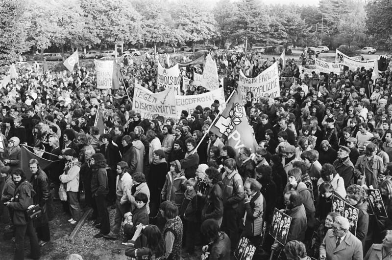 demo Soestduinen 27 oktober 1979 tegen racisme en fascisme (Koen Suyk_Anefo_Nationaal Archief)