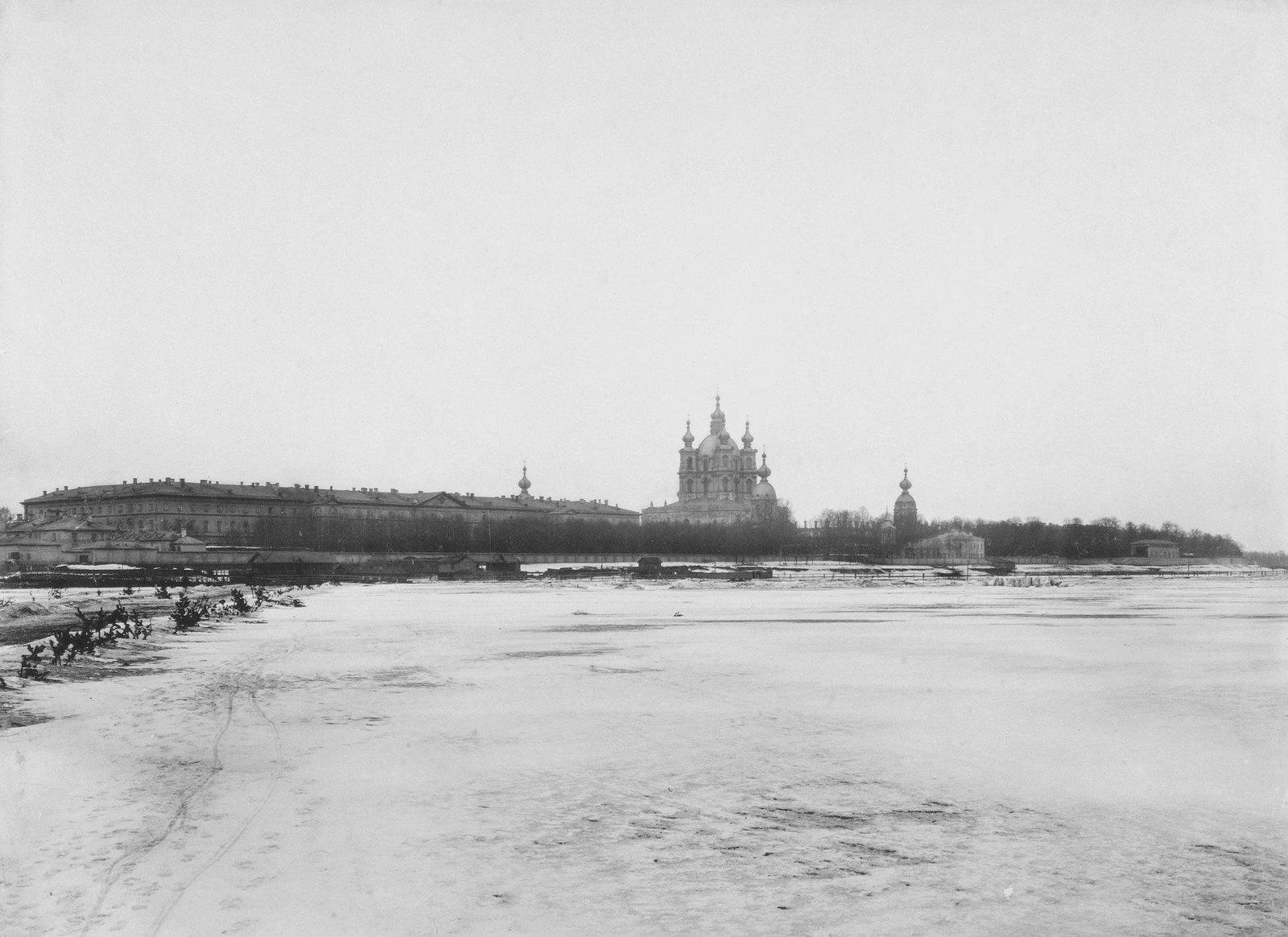 1890-е. Вид на Смольный собор со стороны Невы