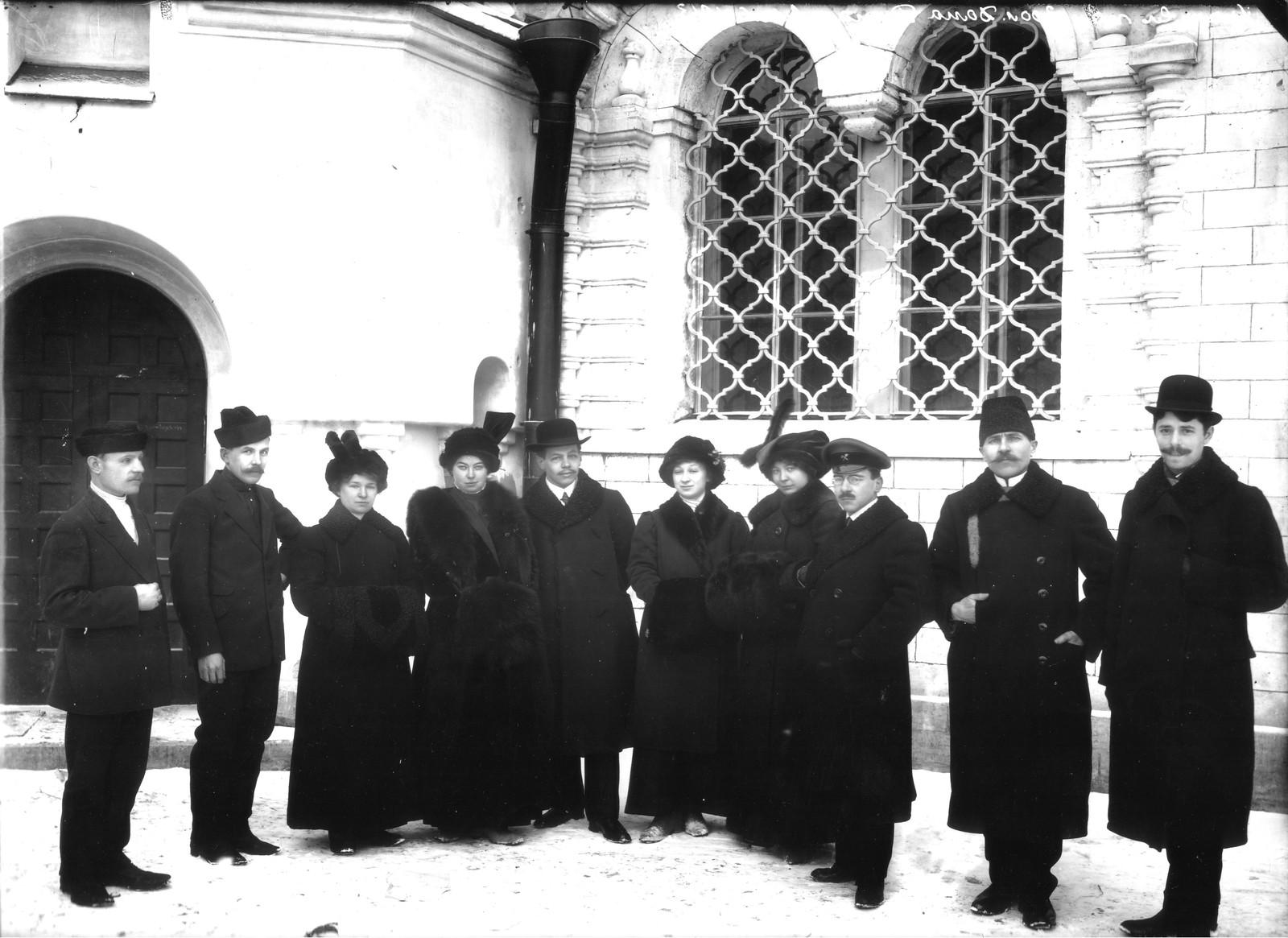 10. 1913. Члены строительного комитета и члены их семей