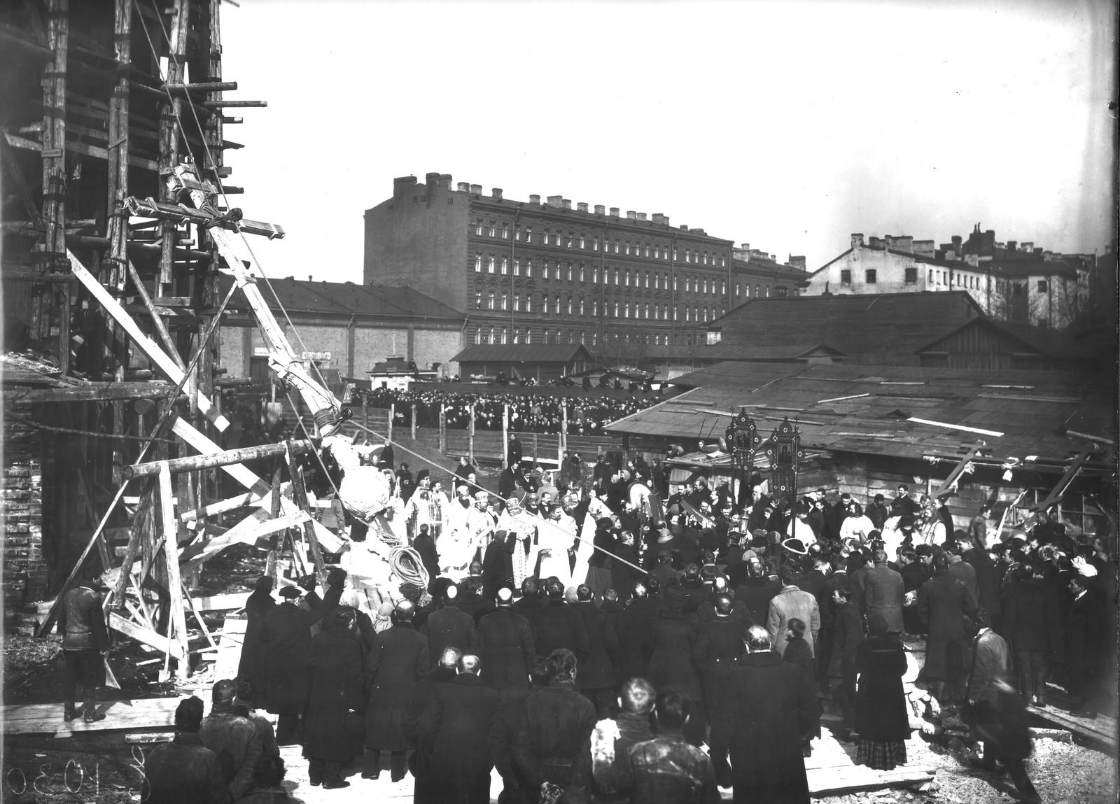 07. 1913. Молебен перед поднятием креста на главный купол