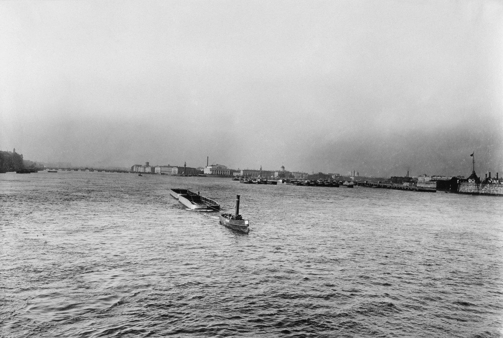 1890-е. Панорама Невы у стрелки Васильевского острова
