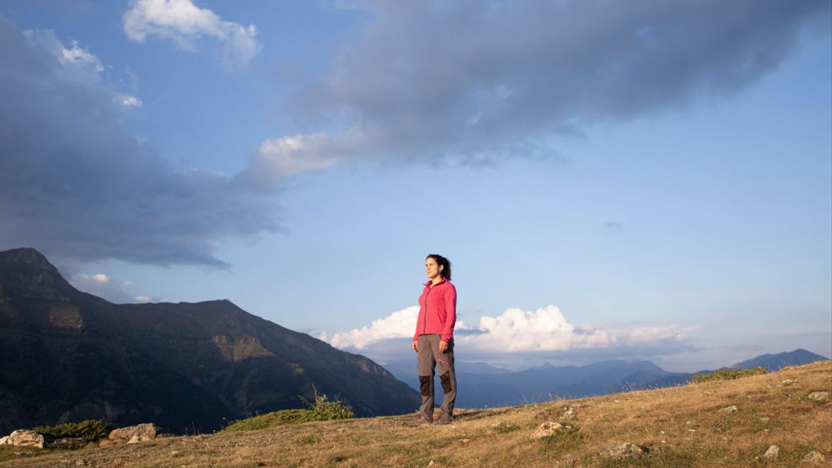 Judith Martín Carrera en el valle de Benasque. Fotografía de Noemí Rodrigo Sabio en el Fotolibro 'Ellas son Campo'