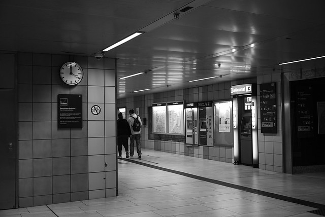 11:59 am @ central station, Düsseldorf