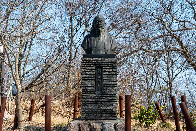 横山太平翁像