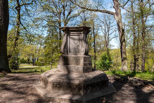 Potsdam, Park Babelsberg: Gedenkstein für den 22. März 1887, den 90. und letzten Geburtstag von Kaiser Wilhelm I. - Memorial stone to the 90th and last birthday of Emperor Wilhelm I on 22 March 1887
