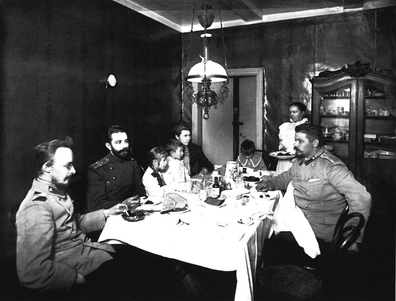 1900-е. Обед армейского офицера