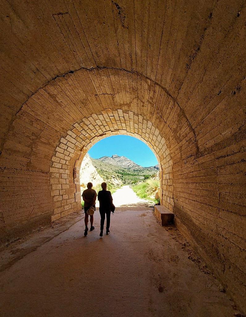 Ruta de los Túneles del Maigmó. Alicante. IN EXPLORE.