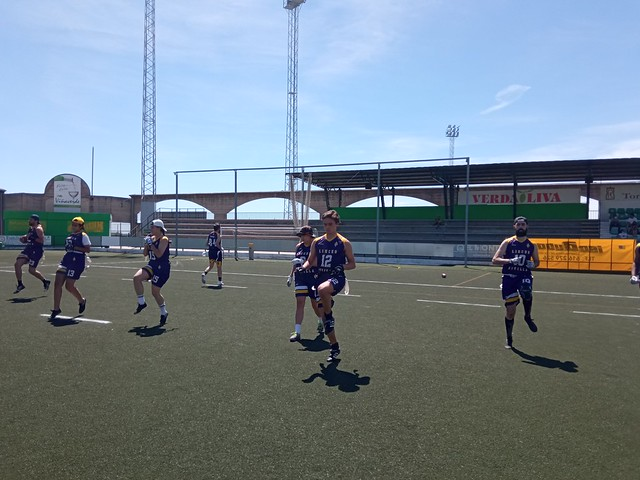 Sevilla Linces calienta antes de sus encuentros en Montilla. Autor  Sevilla Linces