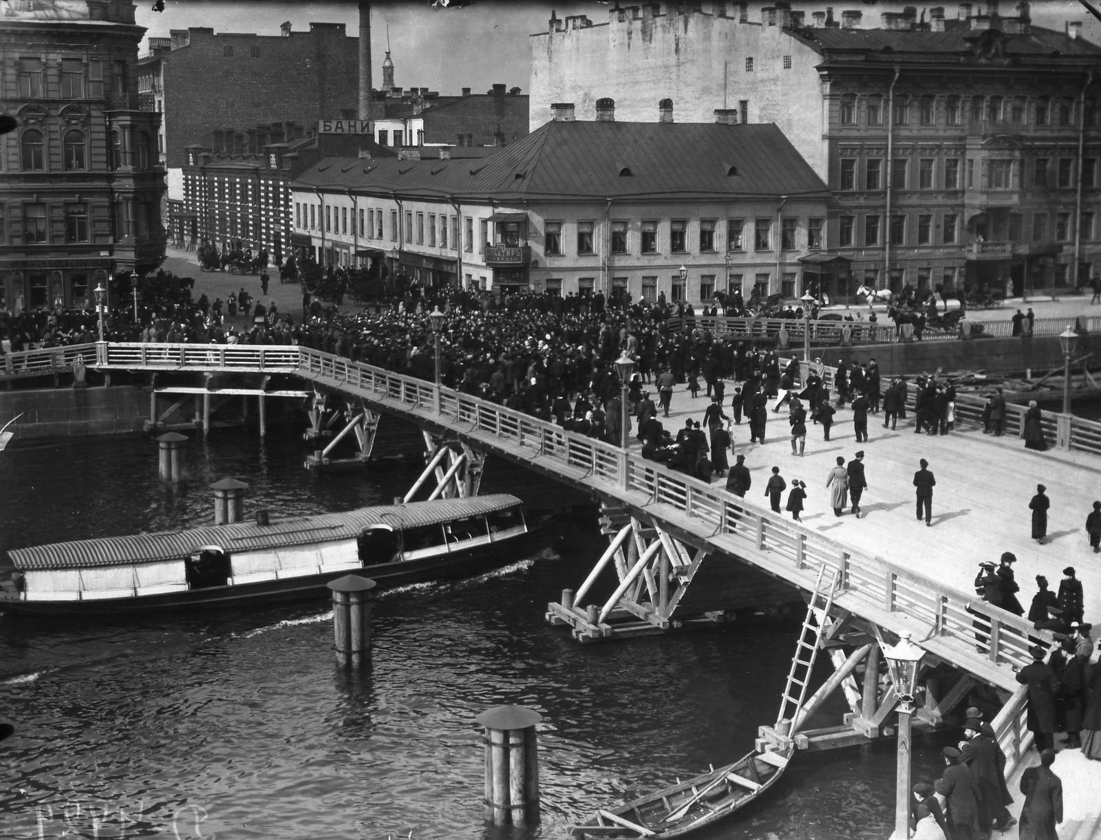 1905. Открытие временного Египетского моста. 16 апреля