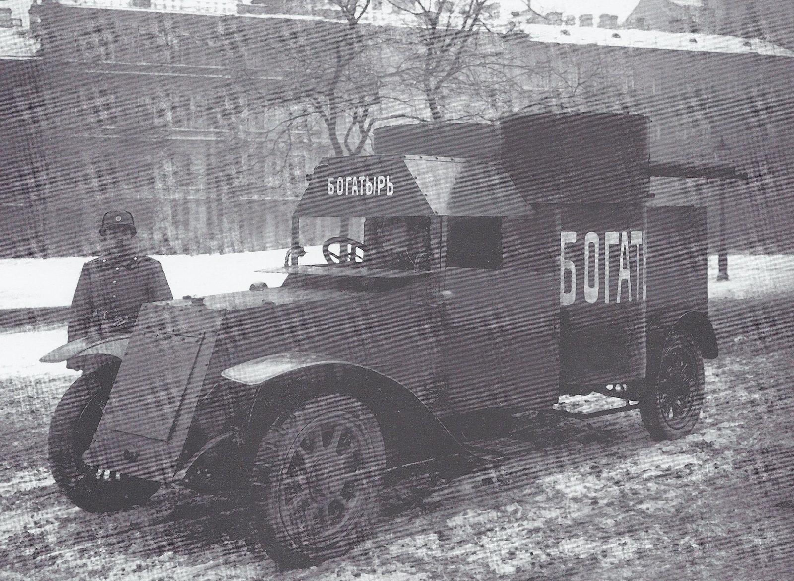 1915. Броневой автомобиль «Богатырь» на Манежной площади. Петроград.