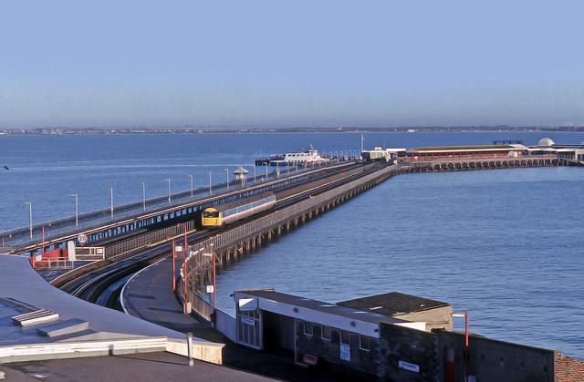 BR136 485-043 Ryde Pier 25-10-89