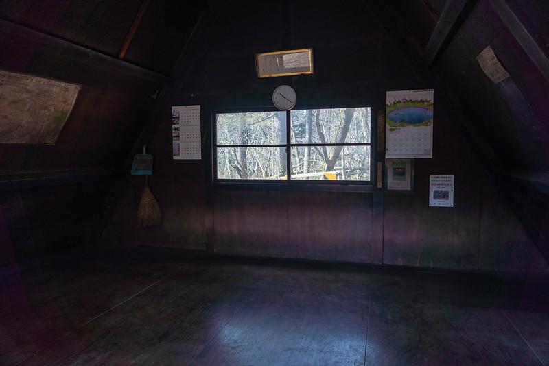 角田山の山頂小屋
