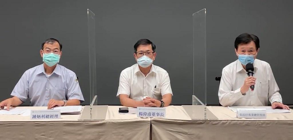20210517分區停電緊急記者會。台電總經理鍾炳利(左起)、台電董事長楊偉甫、台電發言人張庭抒。擷取直播畫面