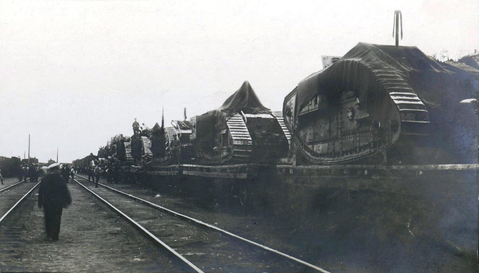 326. Эшелон с английскими танками на станции Лозовая
