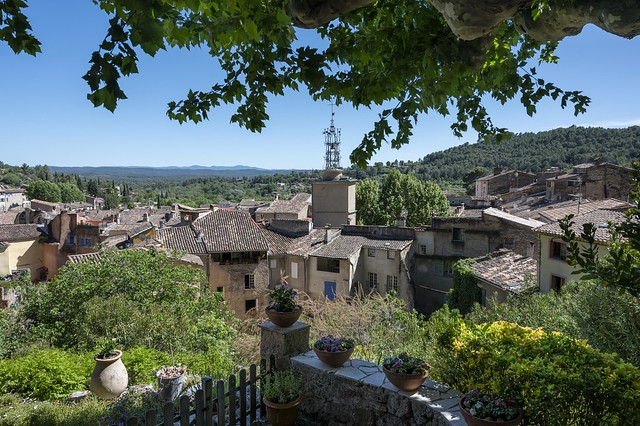 Cotignac petit village provençal.