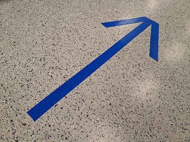 One-way aisle arrow