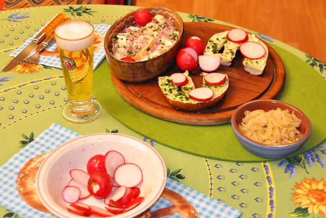 Mai 2021 ... Allgäu-Abend mit Brezeln, Radieschen, Weißlacker mit Musik ... Brigitte Stolle