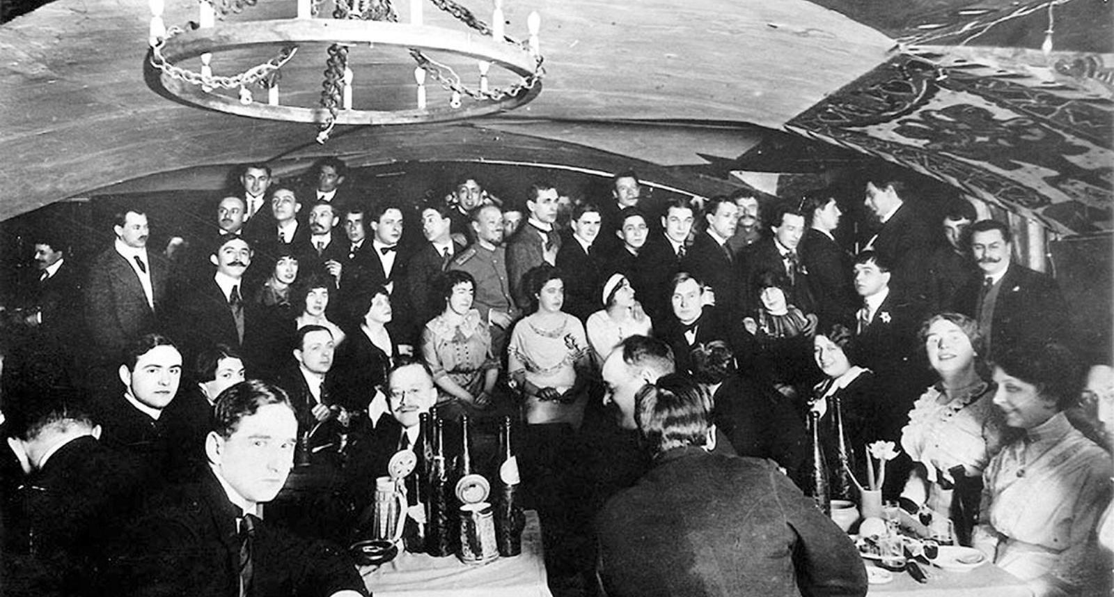 1913. Чествование К. Бальмонта в «Бродячей Собаке»