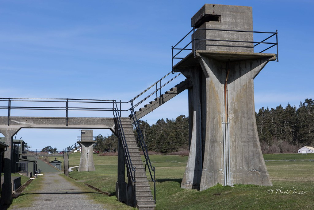 Machine gun tower