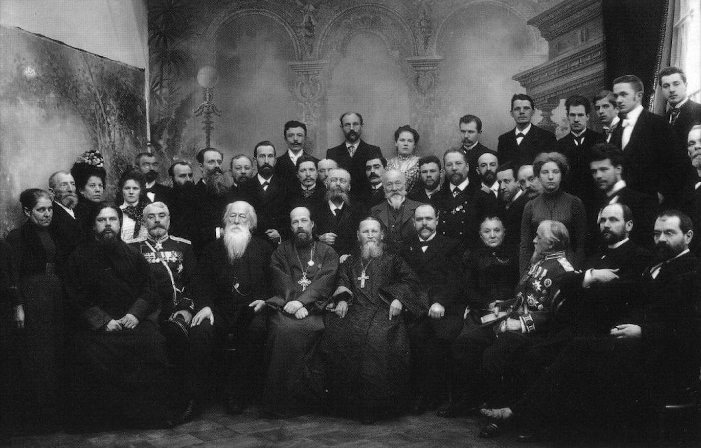 1903. Протоиерей Иоанн Кронштадтский в группе почитателей