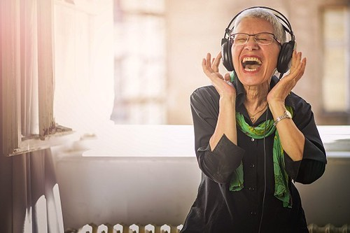 Ways Music Can Be Beneficial for Seniors with Alzheimer's