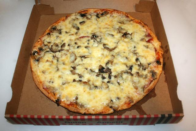 Pizza Regina - Delivered / Geliefert